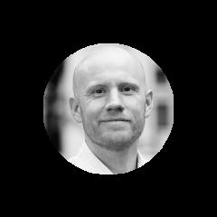 Mike Ross a fondé Juniper avec pour but d'aider les organisations et corporations à créer des commerces, produits et services plus innovateurs à l'aide du design thinking et autres méthodes d'idéation. Avant Juniper, Mike a travaillé en tant que directeur général d'une société financière privée, conseiller à McKinsey, spécialiste en produits et marketing chez eBay/Kijiji, et avocat spécialisé en financement.